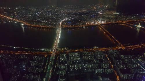 123階建ての超高層ビル ロッテワールドタワーの展望台「ソウルスカイ ...